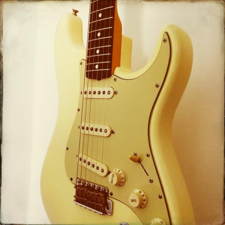 2006 Fender Stratocaster AV62 reissue